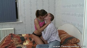 Mãe e filho da Itália metendo gostoso nesse sexo pervertido em família