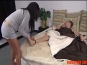 Safado vai até o quarto do irmão acordando e transando no incesto