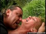 Sexo estupro de coroa gostosa no mato