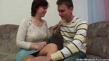 Filho e mãe transando depois das historinhas