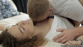 Mulher sendo estrupada em video porno caseiro