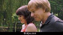 Pai transando com sua filha de cabelos curtos