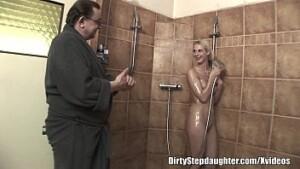 Elite girl flagrada por tio nua no banheiro