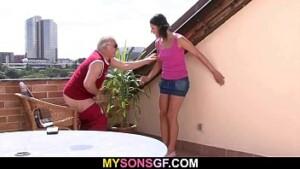 Ponogafia pai obriga filha a foder
