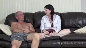 Red tuby pai seduzindo sua menina