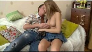 Primos novinhos fazendo sexo pela primeira vez cai na net com este video de incesto entre primos