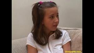 Pai tarado estuprando o cuzinho da filha novinha inocente