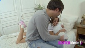 papai violando a bucetinha da filhinha novinha amadora