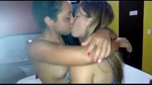 Cunhada fodendo com cunhada neste incesto lesbico gostoso