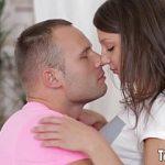 Irmã novinha transa com irmão mais velho no incesto amador