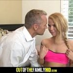 Tio agarrando a sobrinha inocente no incesto amador
