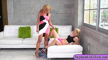 Cunhado pega sua cunhadinha novinha dançando e estupra a buceta da novinha