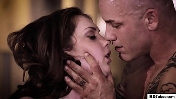 Sexo entre irmãos cai na net com o safado fodendo a novinha fogosa