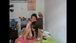 Primo de Curitiba fodendo sua prima novinha com camera de video Porno ligada