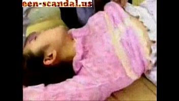 primos estuprando prima gostosa neste video de incesto