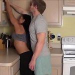 Cunhado safado agarrando sua cunhada gostosa a força no sexo incesto Porno