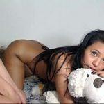 Irmãs novinhas lésbicas fazendo sexo gostoso na webcam no vídeo de incesto