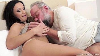 Incesto real avô muito sexo oral e pica na xota da neta gostosa