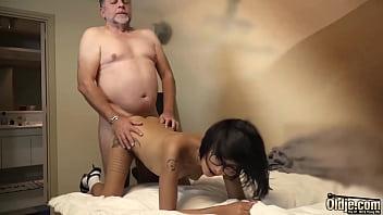 Pai estuprando a buceta da filha novinha brasileira no videos de incesto