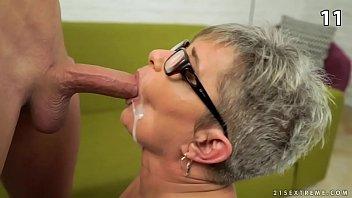 Seleção incesto sobrinhos metendo e gozando na boca das tias safadas