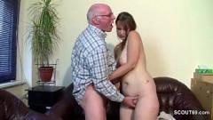 Gordinha fodendo com seu avô coroa pela primeira vez