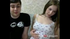 Irmãos novinhos dando uma trepada perfeita ao vivo na webcam
