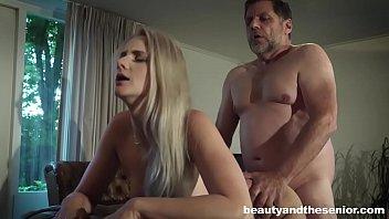 Incesto real filha provoca e leva pica do pai gordinho na racha