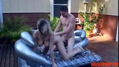 Bunduda trepando com cunhado no banho de sol
