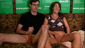 Primos maduros se masturbando e gozando no meia nove