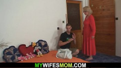 Sexo em familia com filho fodendo gostoso sua propria mãe coroa gostosa