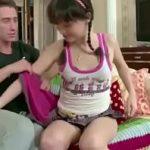 Videos de incesto Tio safado estuprando a Buceta da sobrinha Inocente no Incesto real