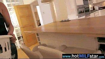Filha flagra mãe fodendo com seu macho na webcam