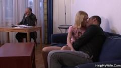 Pai paga macho pra foder sua filha na sua frente