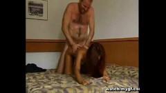 Pai safado é filmado fodendo a buceta da filha no Sexo em familia de Incesto