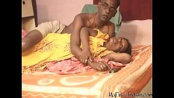 Papai tarado estuprando a bunda da filha novinha e filmando o Videos de incesto