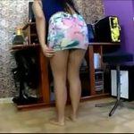 Filmando escondido a cunhada de minissaia sem calcinha