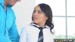 Pai safado chegando em cima da filha novinha estuprando a sua bucetinha inocente
