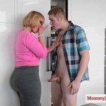 Tia ajuda sobrinha a foder com o namorado ticudo