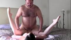 Videos Porno de incesto com pai safado estuprando a filha gostosa neste incesto real