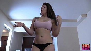 Gostosa de lingerie faz cunhado gozar nas calças rebolando na pica