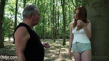 Incesto sobrinha ruiva meia nove e sexo com tio no bosque