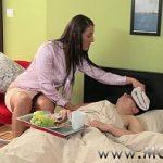 Mãe gostosa fazendo sexo com filho safado virgem no incesto de mães gostosas