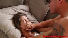 Sexo forçado com Irmão estuprando a irmãzinha gostosa dormindo Incesto