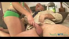 Videos de incesto filha adolescente fazendo sexo gostoso com pai coroa safado