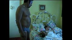 Xvideos de sexo em familia com este papai safado fodendo filha dormindo
