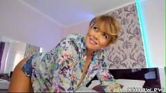 Mulher madura exibe seios fartos para sobrinho na webcam