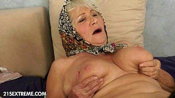 tias idosas na putaria com sobrinhas lésbicas quentes