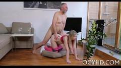 Loirinha mimosa no incesto trepando com avô na sala