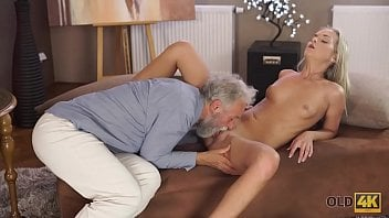 Incesto neta assanhada sexo com avô coroa de barba branca