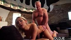 Incesto xxx sobrinha loira faz sexo com tio pianista